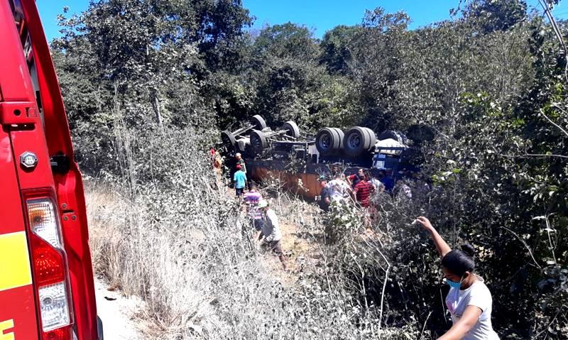 Grave acidente na BR-343 em Cocal de Telha entre caminhões deixa uma pessoa morta